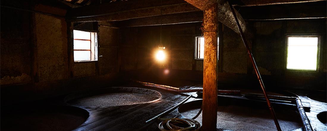 島をドライブしていると醤油の香りがする!?醤油の名産地・小豆島観光は、〈ヤマロク醤油〉の蔵見学へ。