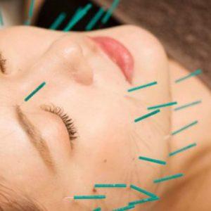 小顔効果期待の美容法4選!小顔矯正体験レポートからメイク、頭皮ケアまで。