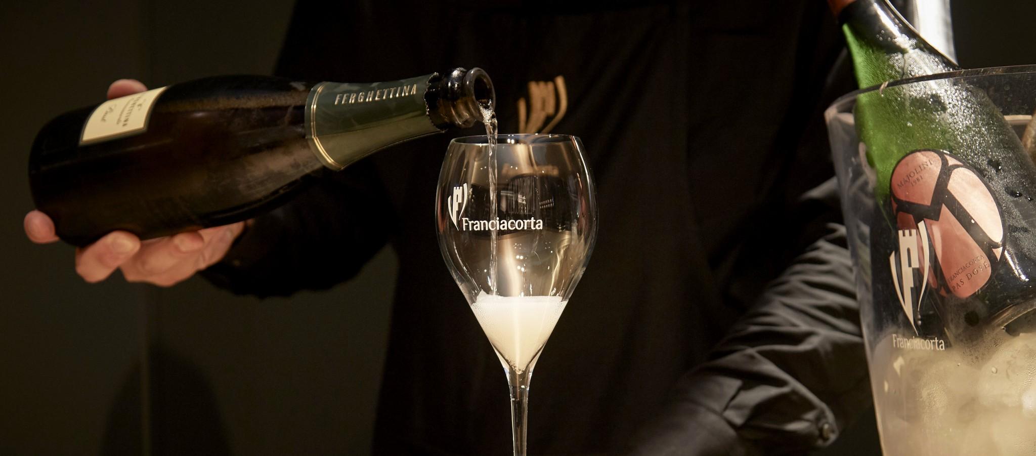 イタリア最高峰発泡ワインと名高い「フランチャコルタ」が日本初のバー〈FRANCIACORTA BAR〉をオープン。注目のニューオープン情報!
