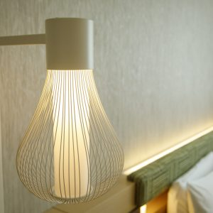 部屋の照明が茶せん形なのもユニーク。