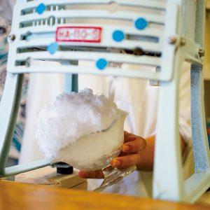 かき氷ブームの火付け役!都内初のかき氷専門店、谷中〈ひみつ堂〉の秘密に迫る。