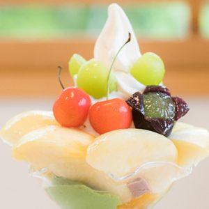 フルーツ王国・岡山の絶品フルーツスイーツ11選!インスタ映え必至の「まるごと桃パフェ」など。