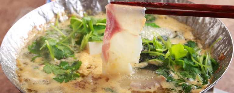ウニをたっぷり溶かしたスープ「うに鍋」。大阪グルメのネクストトレンド、中津〈雲丹鍋 うに吉〉に注目!