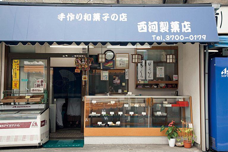 豆大福 140円、みたらし団子 97円、いなり寿司 86円。タイミングが合えば、出来たての、ほんのり温かいお団子を楽しめることも。