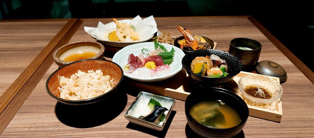 絶好ビューの〈十十六〉でいただく厳選された食材と伝統が作る和の味。