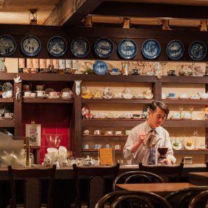 一杯のコーヒーを飲む時間がスペシャルに。上質な喫茶空間〈茶亭 羽當〉へ。/Alice's TOKYO Walk vol.41
