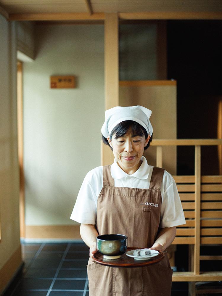 〈嘉木〉でもリクエストすれば、抹茶の点て方を教えてもらうことも可能。