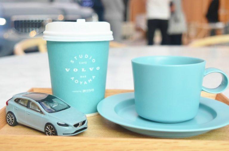 〈ボルボ スタジオ 青山〉でスペシャルティコーヒーを味わう。