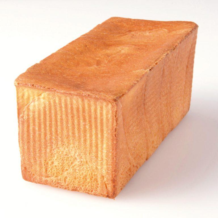 1本(3斤分)1,200円、1斤400円。ピックアップタイムは12:00。サクサクの耳は、まるで焼き菓子のような食感だ。