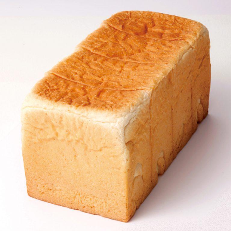 1本(2斤分)720円(税込)。国産小麦「はるゆたか」50%に「夢きらり」、石臼挽きの粉をブレンド。上品な甘み、小麦の香りを感じる。
