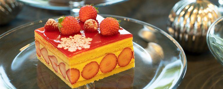 〈ホテル インターコンチネンタル 東京ベイ〉のクリスマスケーキ&スイーツ。
