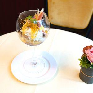 イチジクをたっぷり使った「季節のパフェ」2,000円。