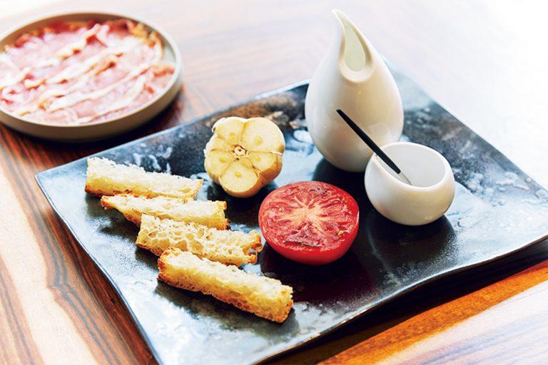 イベリコハムトマトパン 2,000円。
