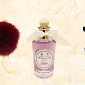 忙しく働く女子のご褒美に。ボトルもおしゃれな憧れ香水3選
