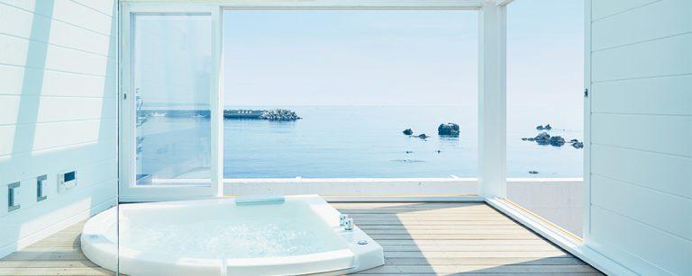 オーシャンビューの客室ジャグジー・露天風呂が人気!【葉山・館山・南房総】ホテル・バケーションハウス3軒