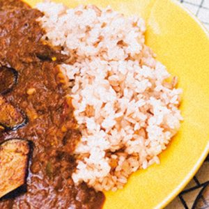 こだわりスパイスカレーが食べれるカフェ急増中!【東京】ペット同伴可のテラスやブックカフェも。