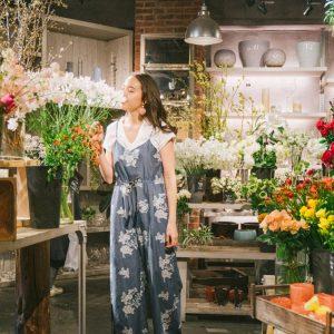 お花に囲まれた癒しの空間〈青山フラワーマーケット ティーハウス 南青山本店〉へ。/Alice's TOKYO Walk vol.43