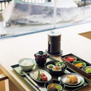 お米は粘り気の少ない山形産「つや姫」を採用。おかゆと2択でチョイスできる。「KIZAHASHI和朝食」3,800円(税サ別)