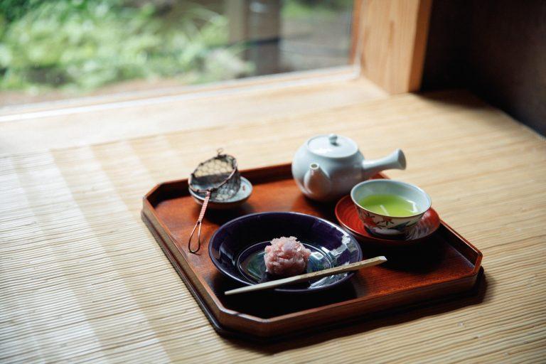 煎茶「翠の院」と和菓子 1,100円(税込)