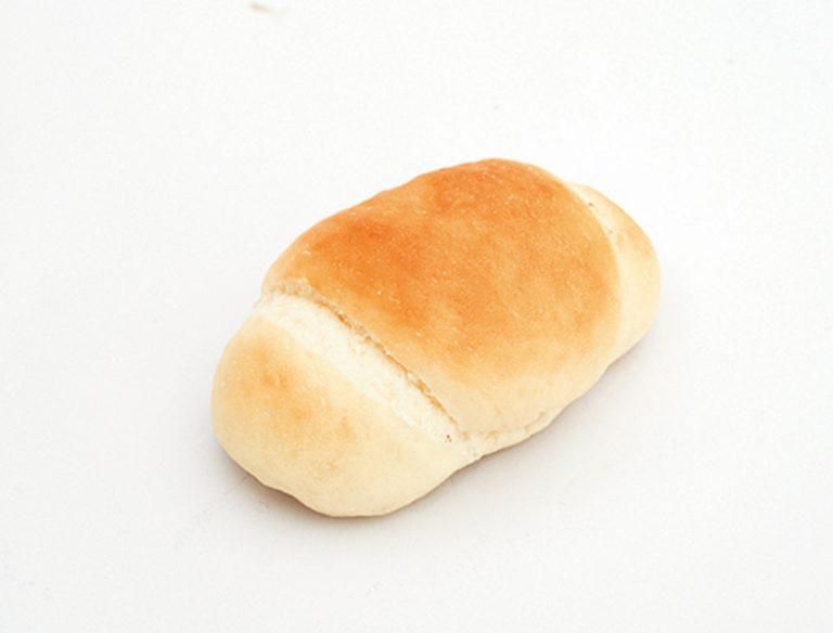 バターロール 70円。パン酵母を使うパンは妹の三浦さん作。