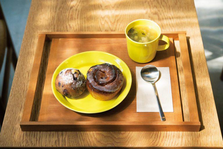 季節のスープ(マグカップ)300円は好きなパンと。