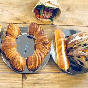 パンギフトとパン好きの誕生日ケーキ…〈カタネベーカリー〉と〈ジャン・フランソワ〉