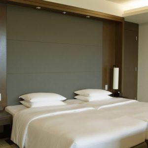 箱根らしさをコンセプトにリニューアルされた客室。デラックスツインは73平方メートル。