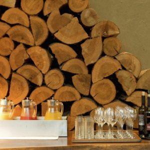 シャンパンやワイン、カクテルからソフトドリンクまで約16種のドリンクが飲み放題。「フリーフロー」は16:00~19:00限定。 ディナー前のアペリティフに。