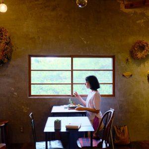 まるで大人の秘密基地。林に囲まれた古民家カフェ・千葉県流山〈カフェ オニワ〉へ。/Alice's TOKYO Walk vol.44