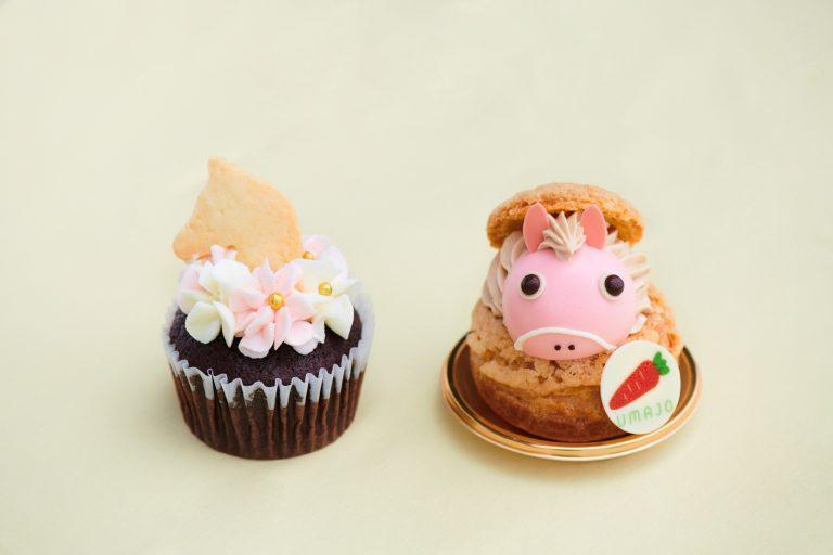 右:おウマのシュークリーム 左:ウマカップケーキ ※現在は販売終了