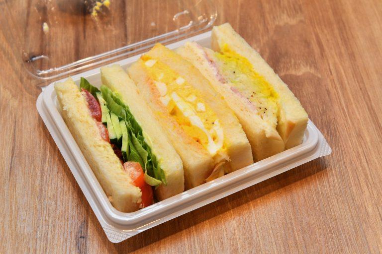 玉子と野菜サンド2種のセット「玉子MIXサンド」390円(税込)。