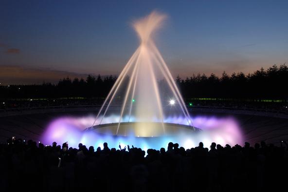イサム・ノグチが手がけた水の彫刻「海の噴水」。40分間のロングプログラムと15分間ショートプログラムがある(写真提供:モエレ沼公園)