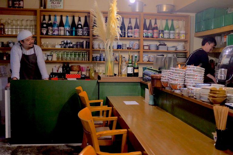 でらさんの愛称で親しまれるオーナーの小野寺さん。お店の穏やかで自然な雰囲気にゆったりと寛げる