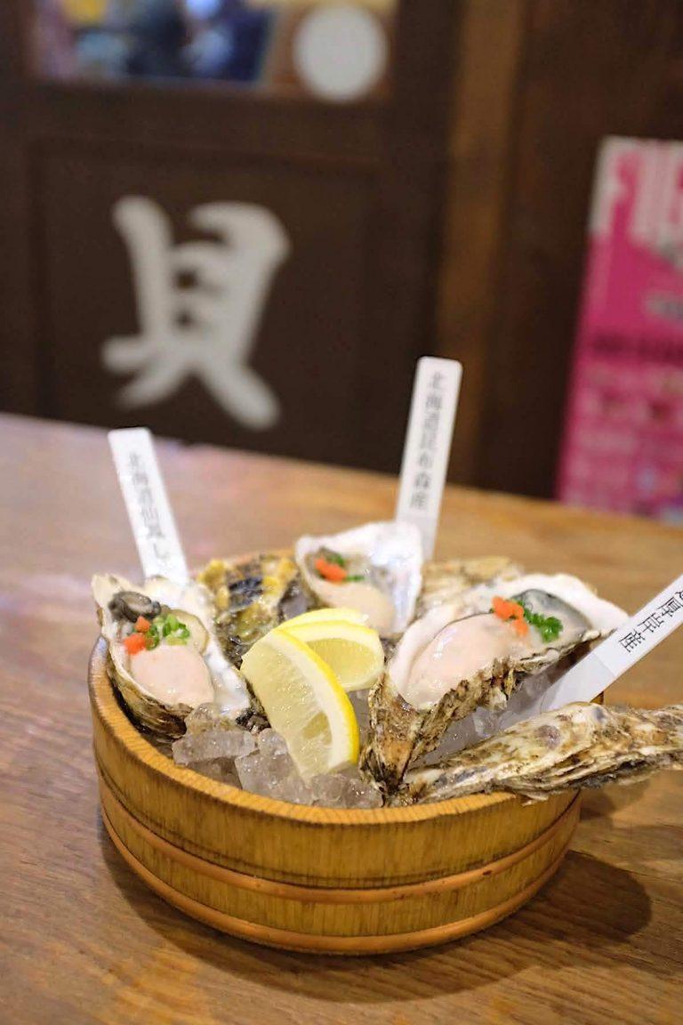 「生牡蠣3種食べ比べ」1,480円(税込) ぷりっぷりの生牡蠣はそのままでもふっくらとろける甘さ