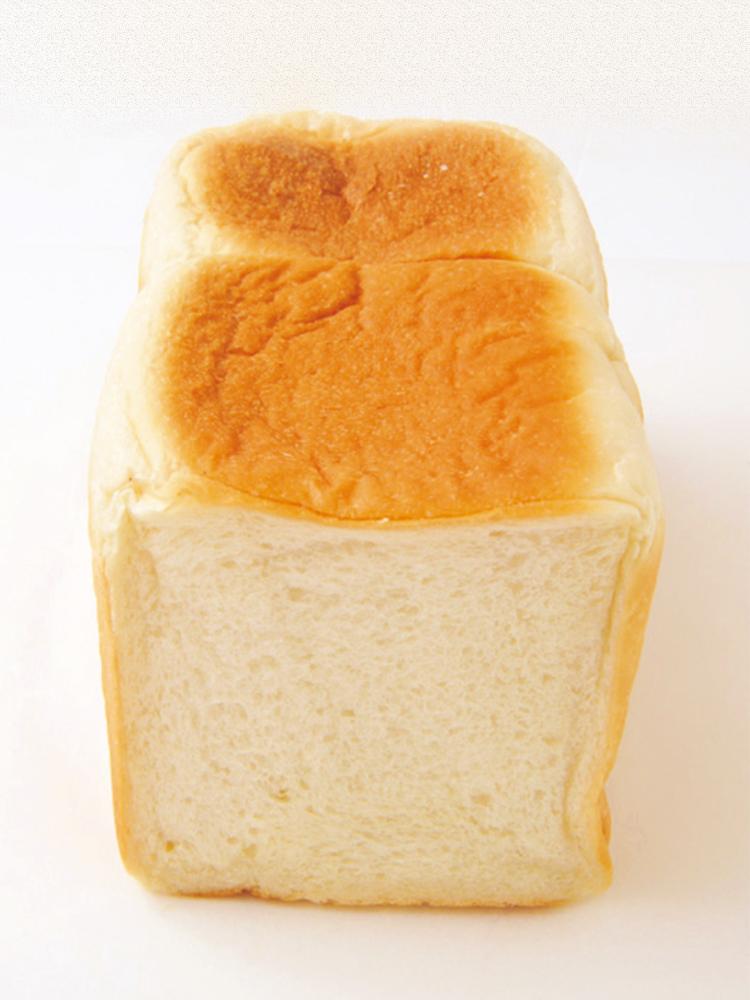 1斤380円。小型サイズの食パン。バタートーストによし、卵サンドによし。