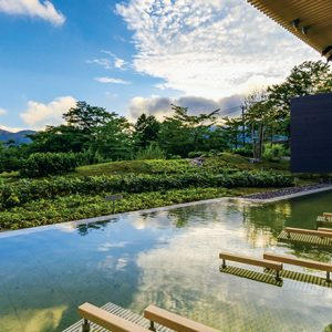 絶景温泉で美しい自然を満喫!秋旅で泊まりたい全国温泉宿・ホテル4選