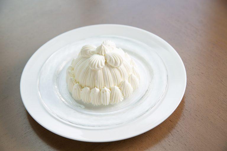 裏ごしした栗の甘露煮をミルキーな生クリームで包んだマロンシャンテリー 1,000円も同じく名物。
