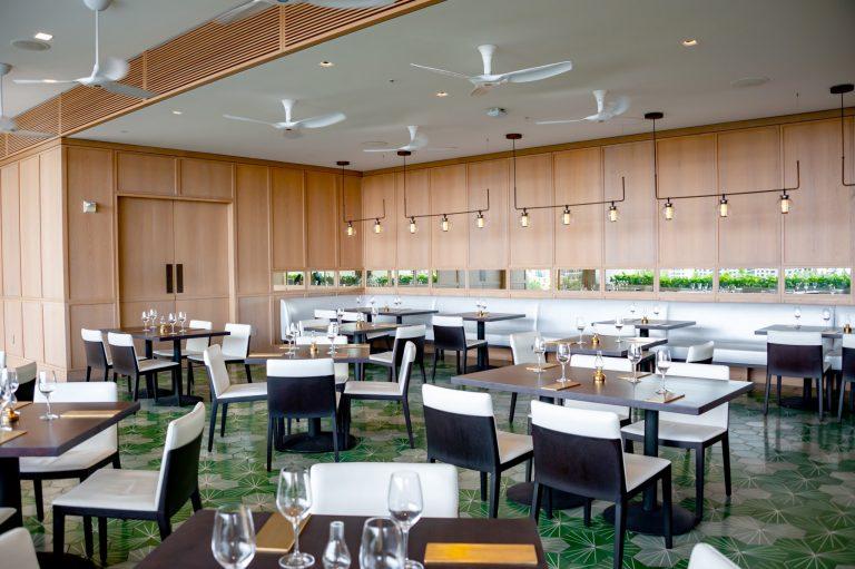 レストランはロビー階に。