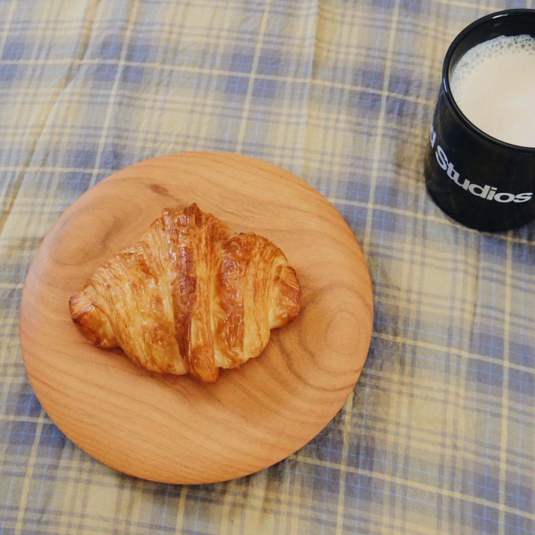 〈クロワッサンとコーヒーのお店〉