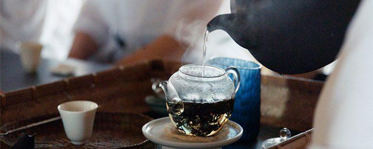京都の町家〈京都小慢 中国茶教室〉で、中国茶を通して美意識を学ぶ。
