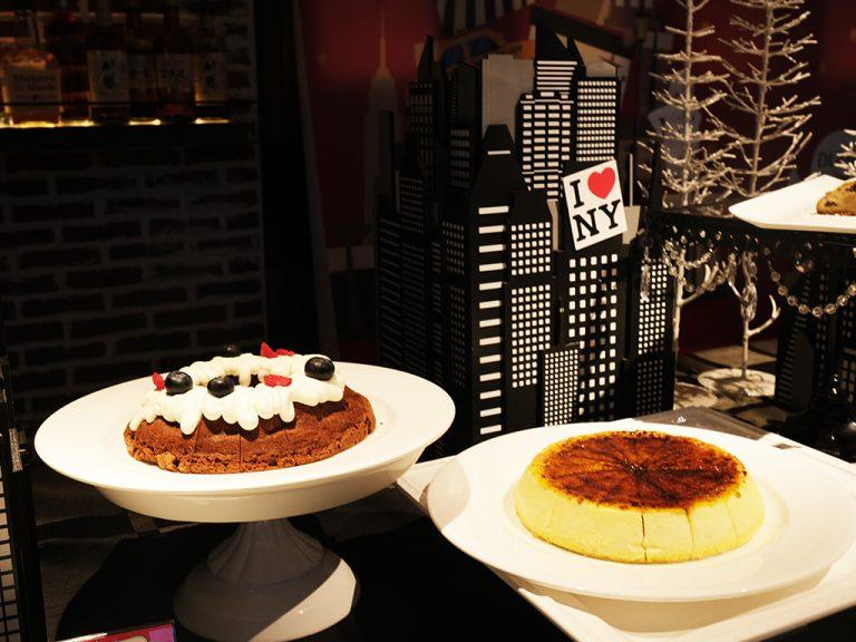 「クグロフショコラ」(左)と「N.Y.チーズケーキ」(右)。