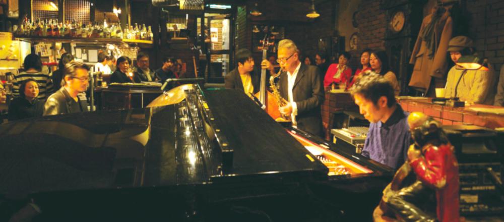 食事と音楽も楽しめるバー&レンストラン3軒。生演奏の中でワンランク上の夜デートを!