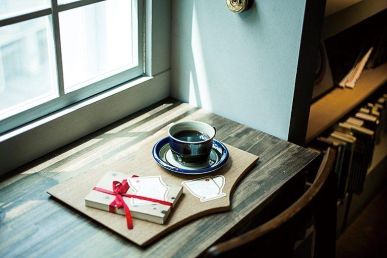 〈本と珈琲 梟書茶房〉/池袋