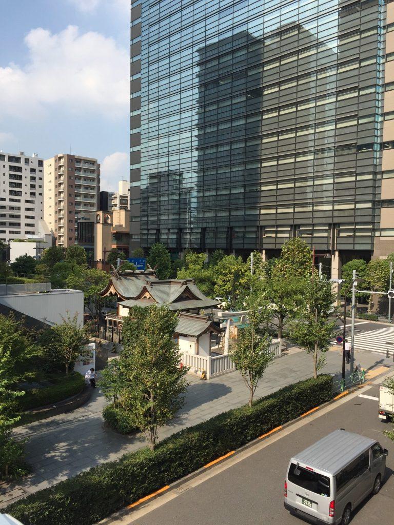 マキシムさんの心に残った日本橋浜町の風景。ご近所で撮影したプライベート写真を公開!お向かいの濱町神社をショップの上にあるオフィスからパチリ。