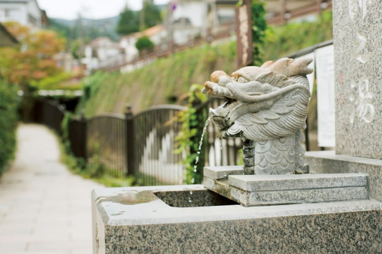 外湯めぐりの合間に立ち寄れる飲泉塔が、別所温泉には3カ所ある。
