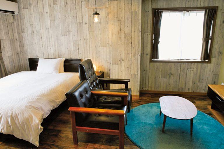 お部屋のデザインは3タイプ。スタイリッシュなモダンルームのほかにシンプルシックなスタンダードやレトロなムードの和洋室から選べる。