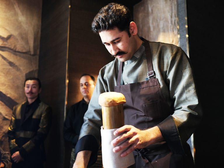 竹筒を使用したインド古来の調理方法も。