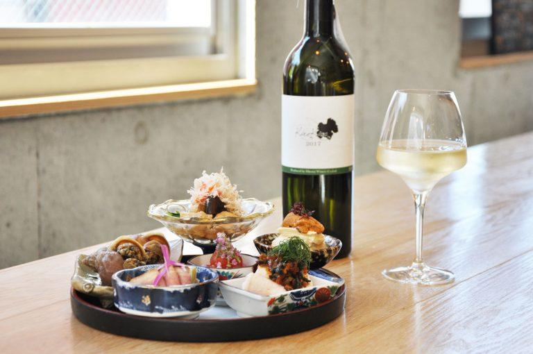 「前菜5酒盛り」と今回お店からおすすめの日本産ビオワインを1杯。
