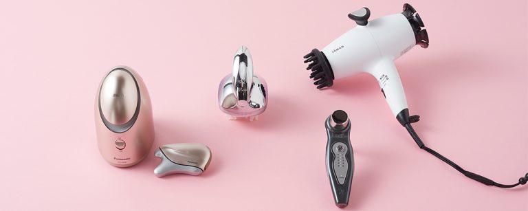 自宅でラグジュアリーケアが叶う最新美容家電4選!スチーマーとかっさ美顔器のセットも。