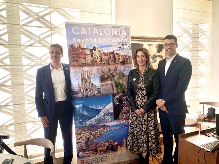 記者発表会にはカタルーニャ州政府企業知識省大臣のアンジェルス・チャコンさん(写真中央)らが登場。